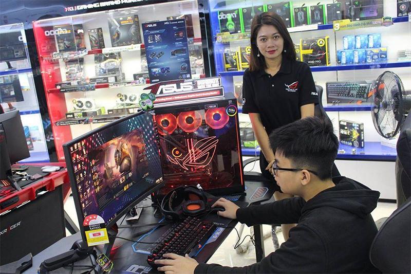 Khách hàng trải nghiệm máy tại An Khang
